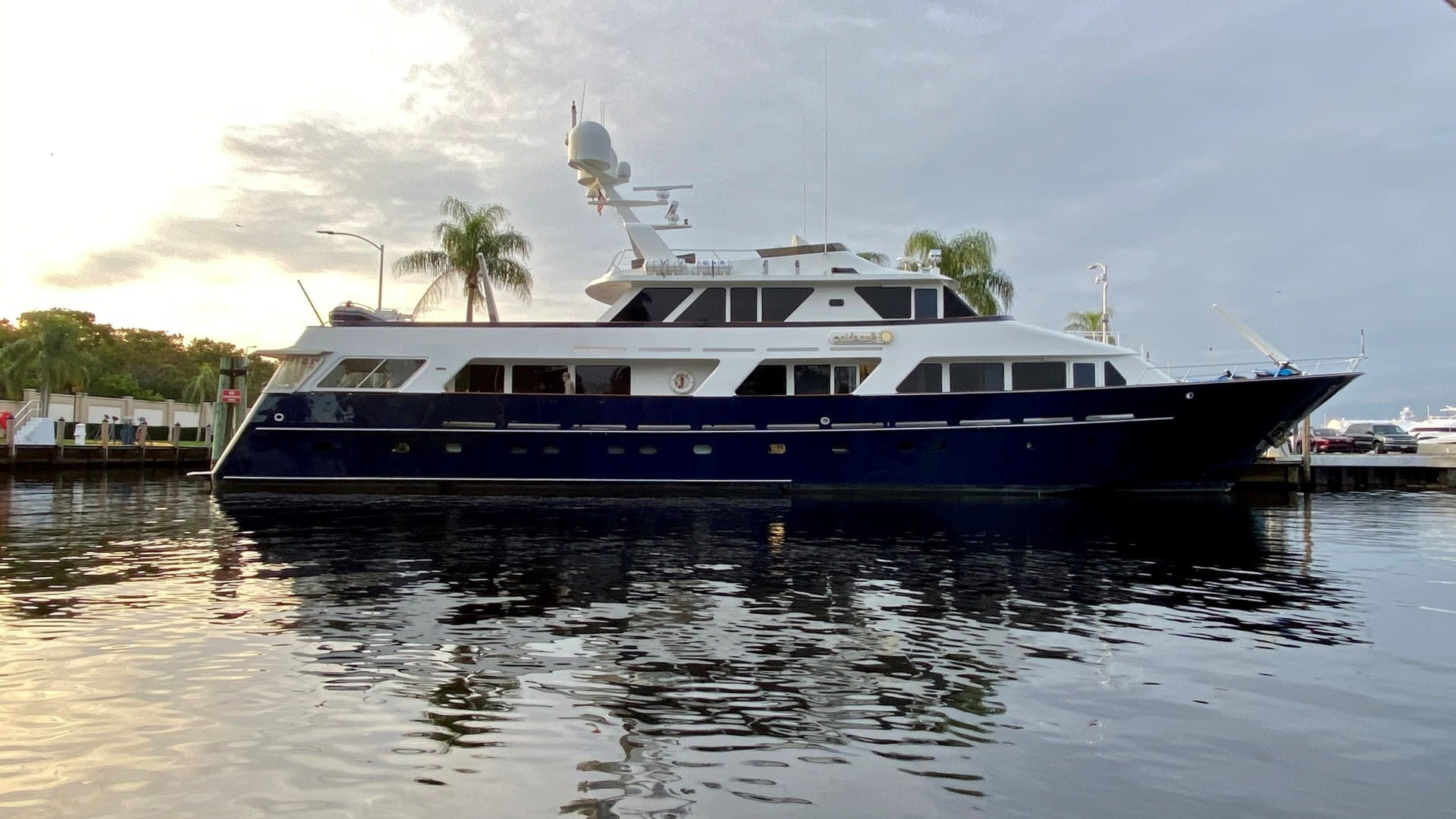 1984 Lloyds 124' Enclosed P.H w/ Sundeck SUNSHINE | Picture 1 of 19