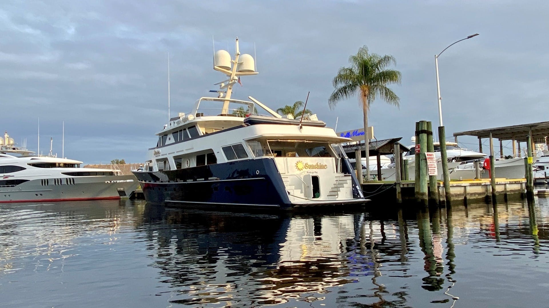 1984 Lloyds 124' Enclosed P.H w/ Sundeck SUNSHINE | Picture 2 of 19