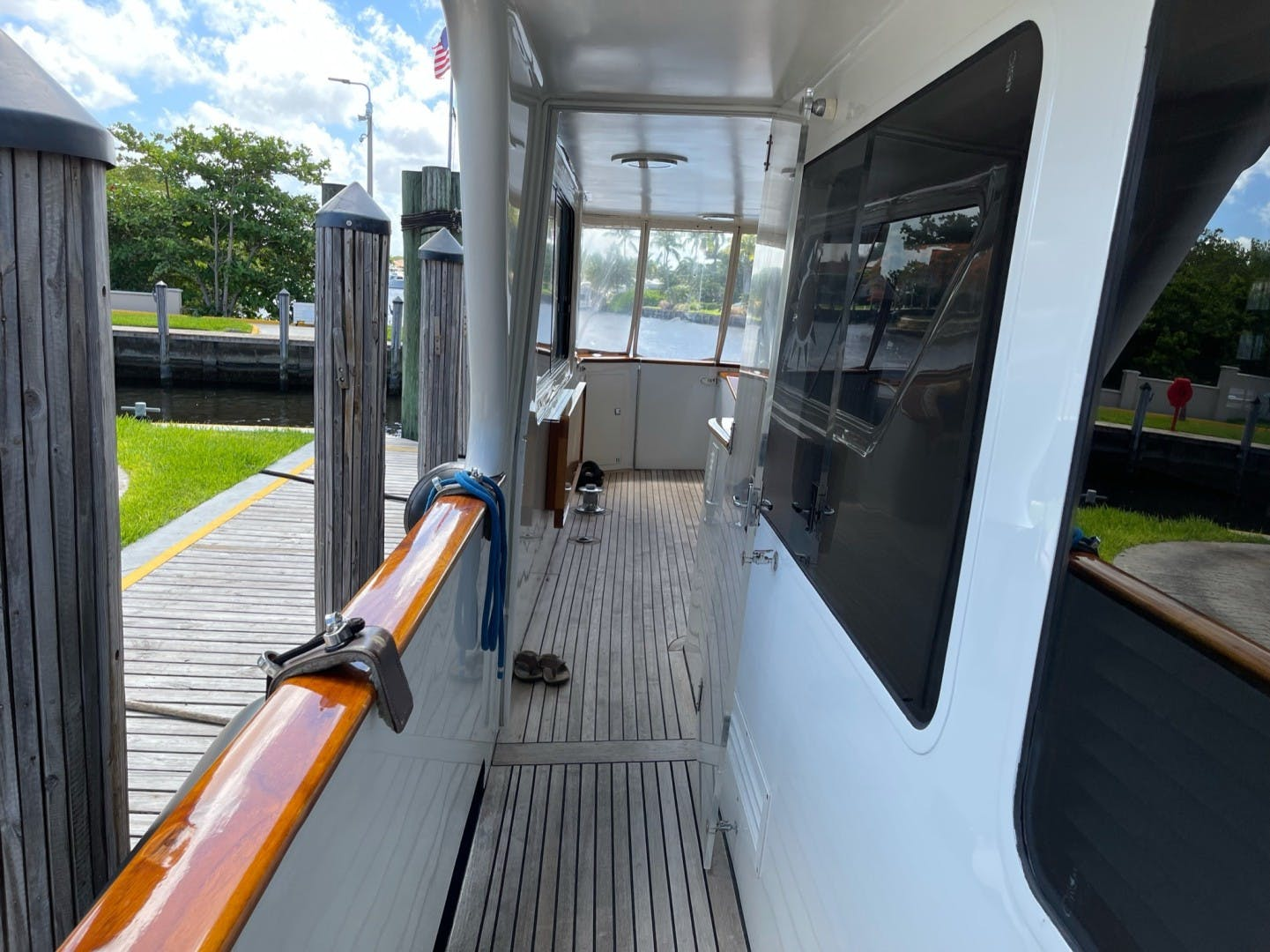 1984 Lloyds 124' Enclosed P.H w/ Sundeck SUNSHINE | Picture 1 of 46