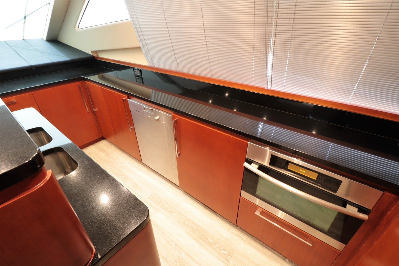 2008 Uniesse 65'   | Picture 7 of 56