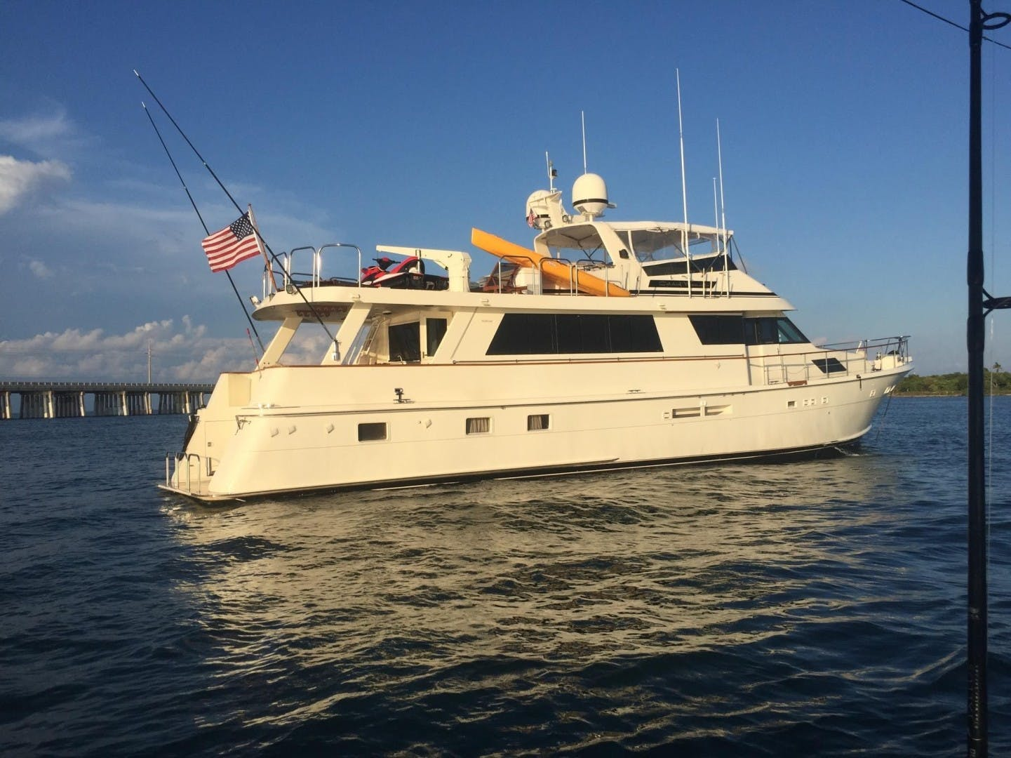1989 Hatteras 82'  CATCHIN MOMENTS   Picture 2 of 41
