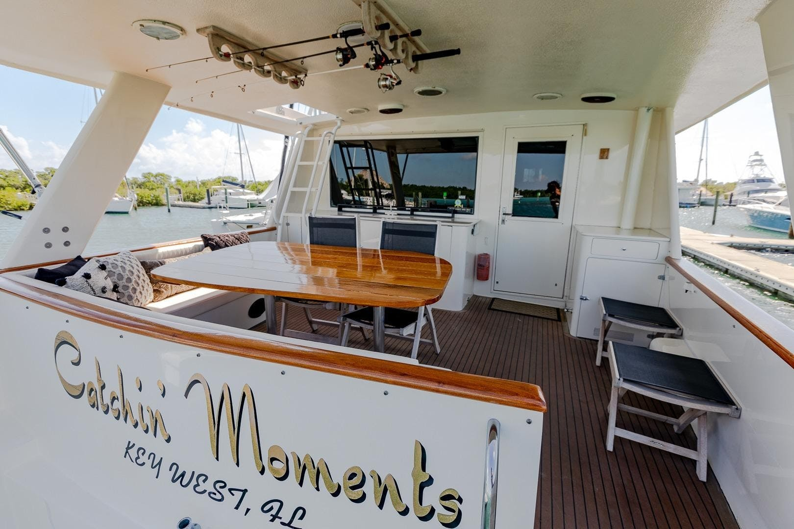 1989 Hatteras 82'  CATCHIN MOMENTS   Picture 8 of 41