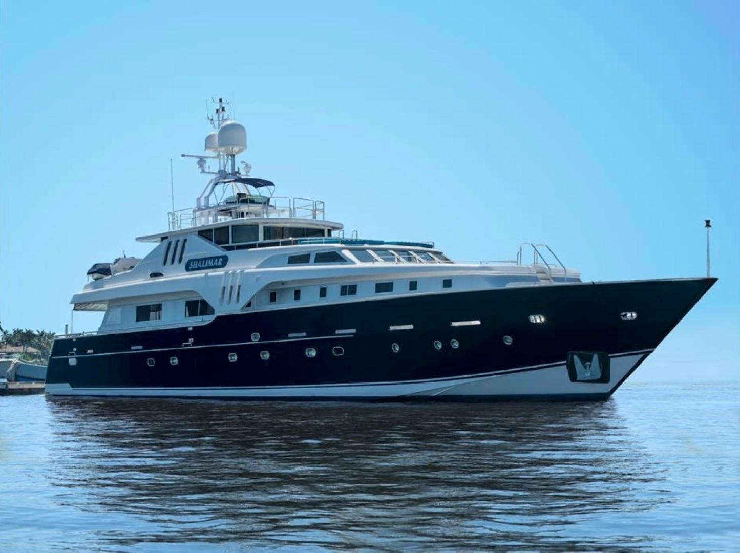 1994 Azimut 118'     Picture 1 of 20