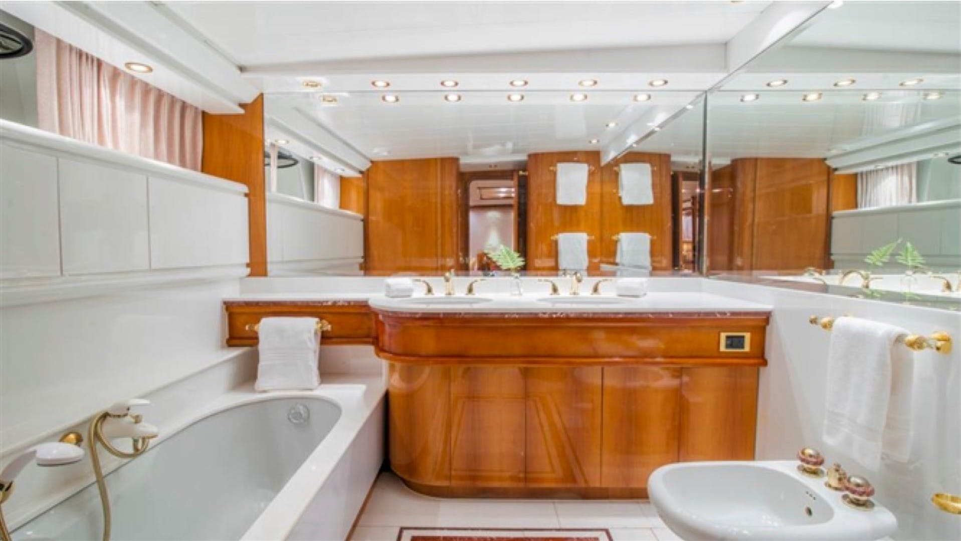 1994 Azimut 118'     Picture 7 of 20