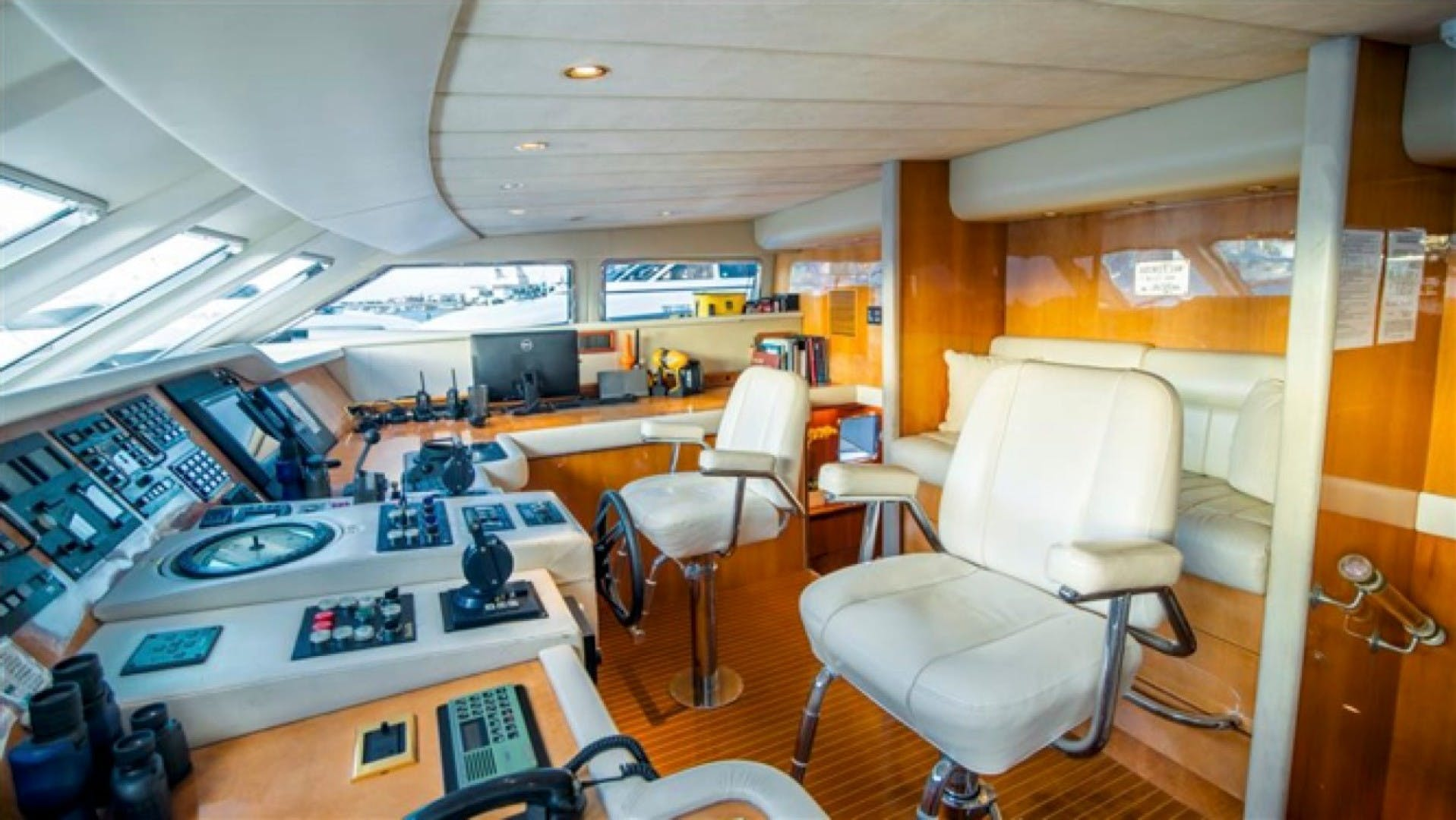 1994 Azimut 118'     Picture 8 of 20