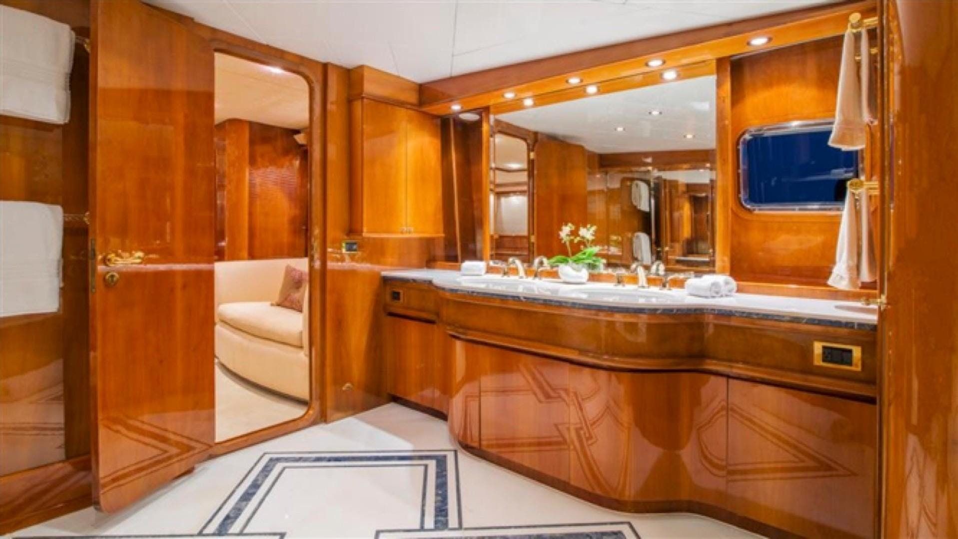 1994 Azimut 118'     Picture 4 of 20