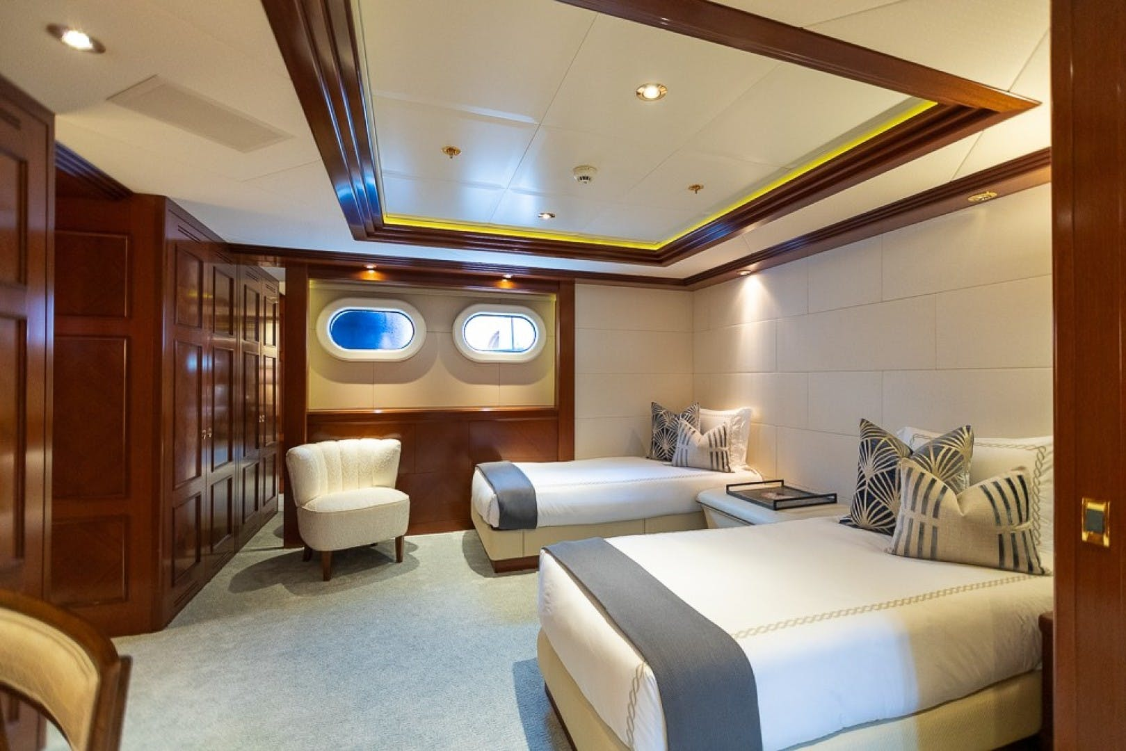 2005 Feadship 198'  BLUE MOON   Picture 5 of 84