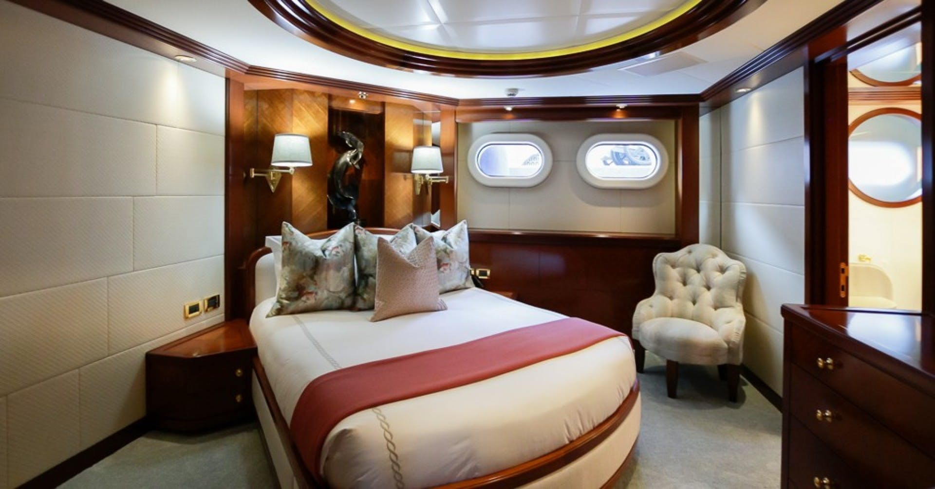 2005 Feadship 198'  BLUE MOON   Picture 7 of 84