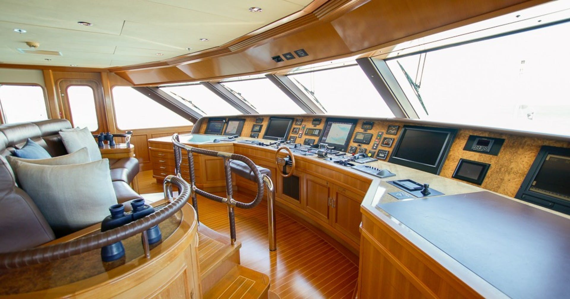 2005 Feadship 198'  BLUE MOON   Picture 8 of 84