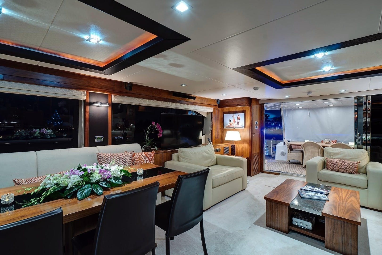 2010 Sunseeker 88'  Splashed Out | Picture 8 of 34