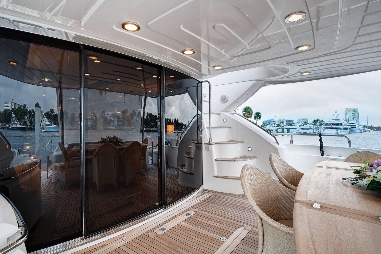 2010 Sunseeker 88'  Splashed Out | Picture 5 of 34