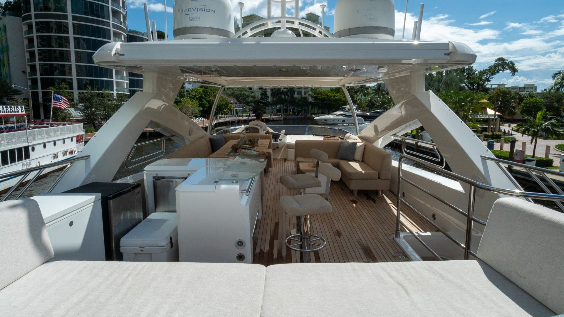 2010 Sunseeker 88'  Splashed Out   Picture 8 of 51