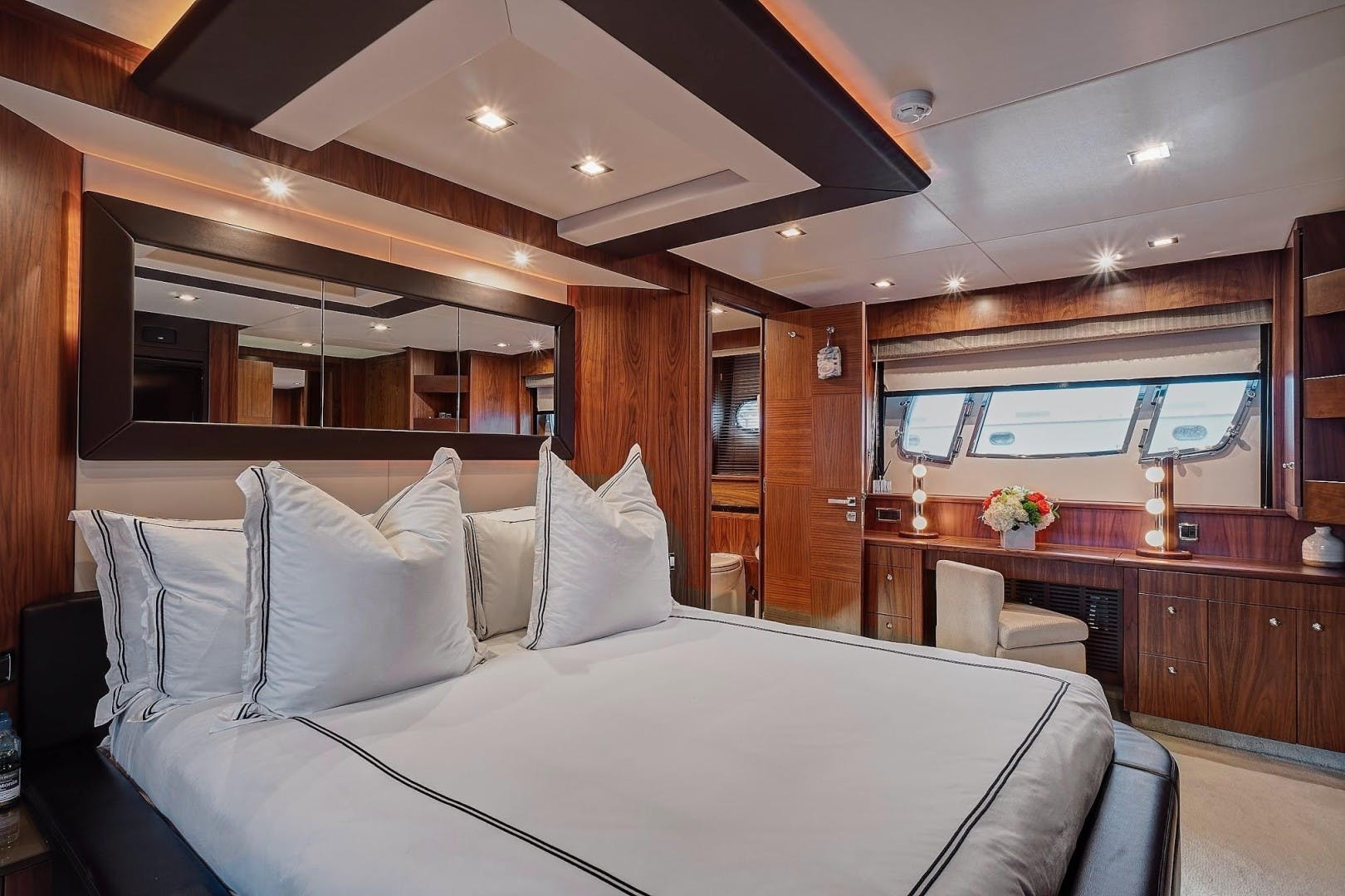2010 Sunseeker 88'  Splashed Out | Picture 6 of 34