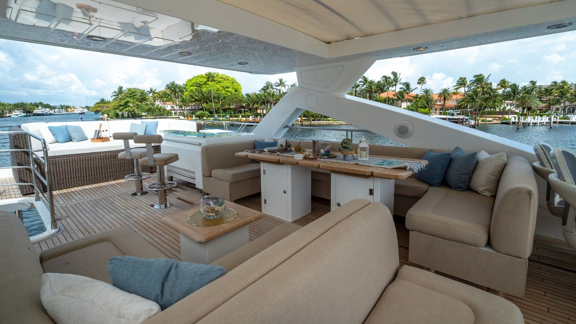 2010 Sunseeker 88'  Splashed Out   Picture 3 of 51