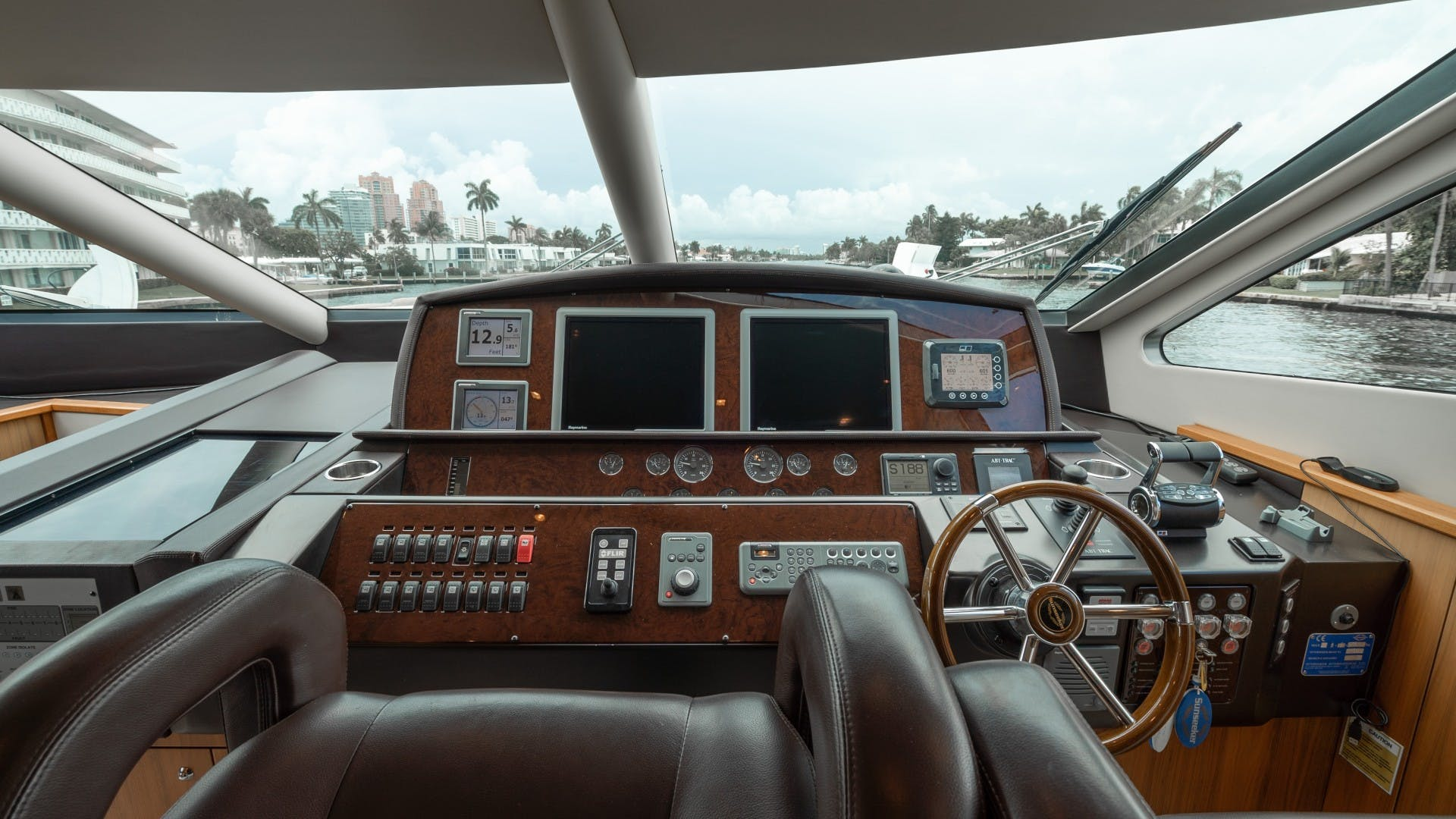 2010 Sunseeker 88'  Splashed Out   Picture 2 of 51