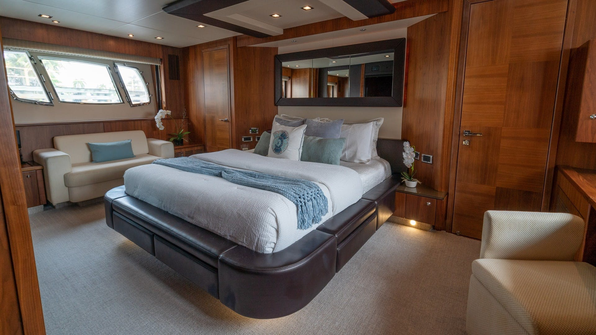2010 Sunseeker 88'  Splashed Out   Picture 4 of 51