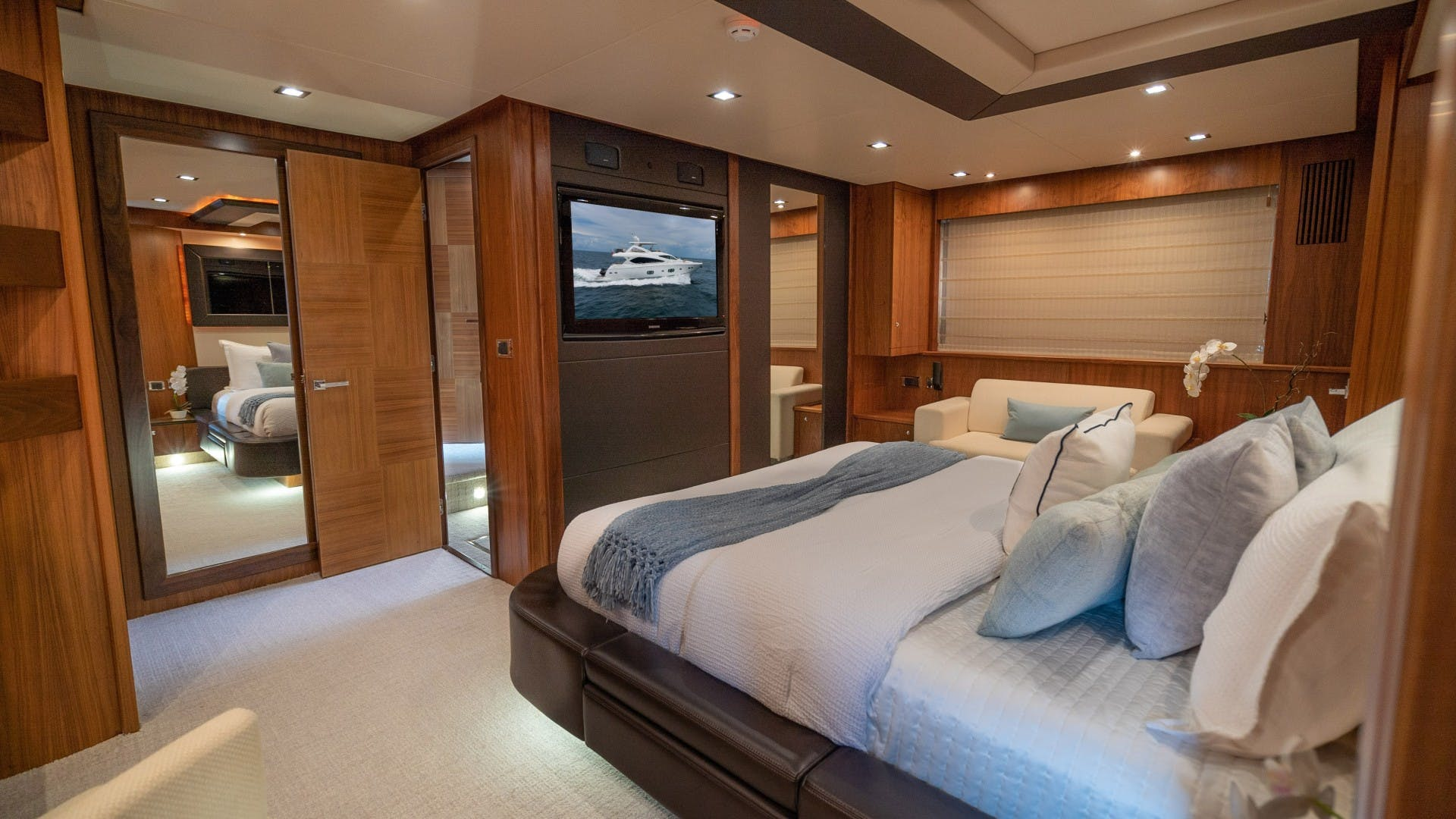 2010 Sunseeker 88'  Splashed Out   Picture 5 of 51