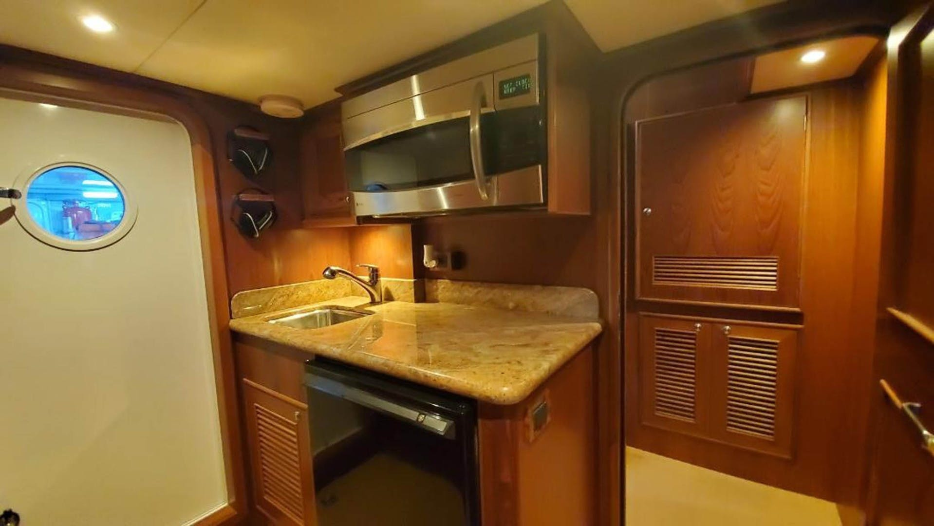 2012 Outer Reef Yachts 70' 70 Loungeitude | Picture 8 of 32
