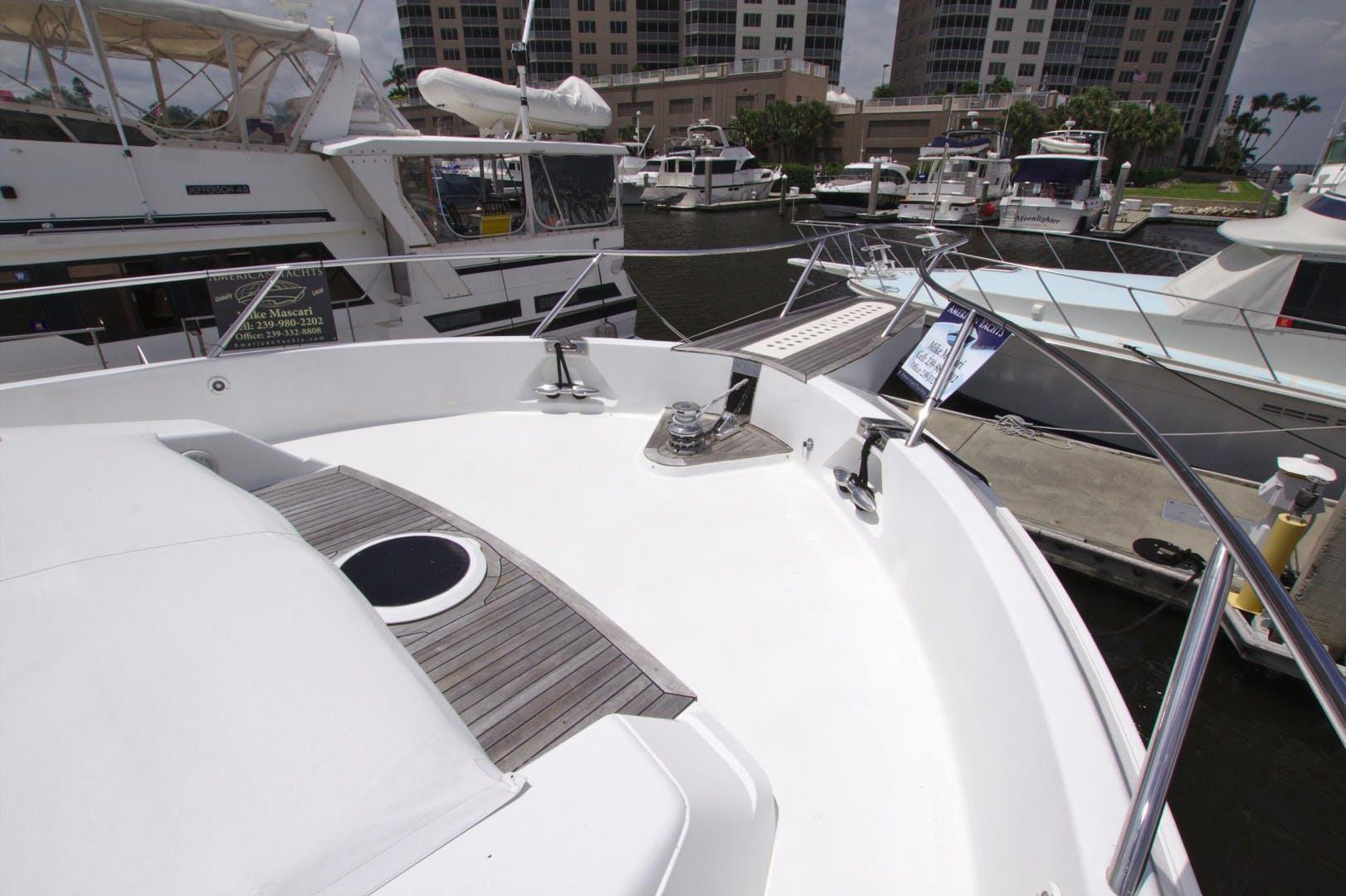 1995 Lazzara Yachts 76' 76 GRAND SALON Christmas Spirit | Picture 7 of 106