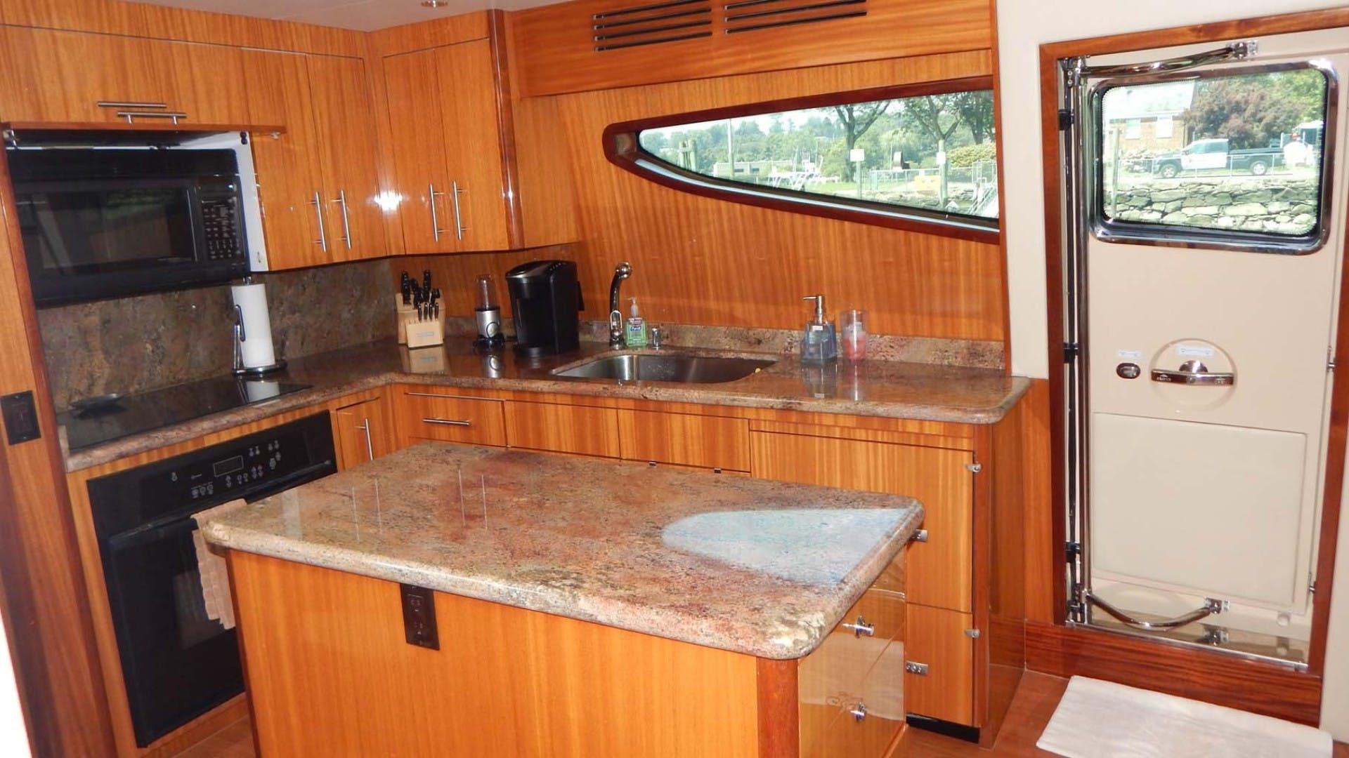 2007 Hatteras 80' 80 Motor Yacht Lady Carolina | Picture 8 of 45