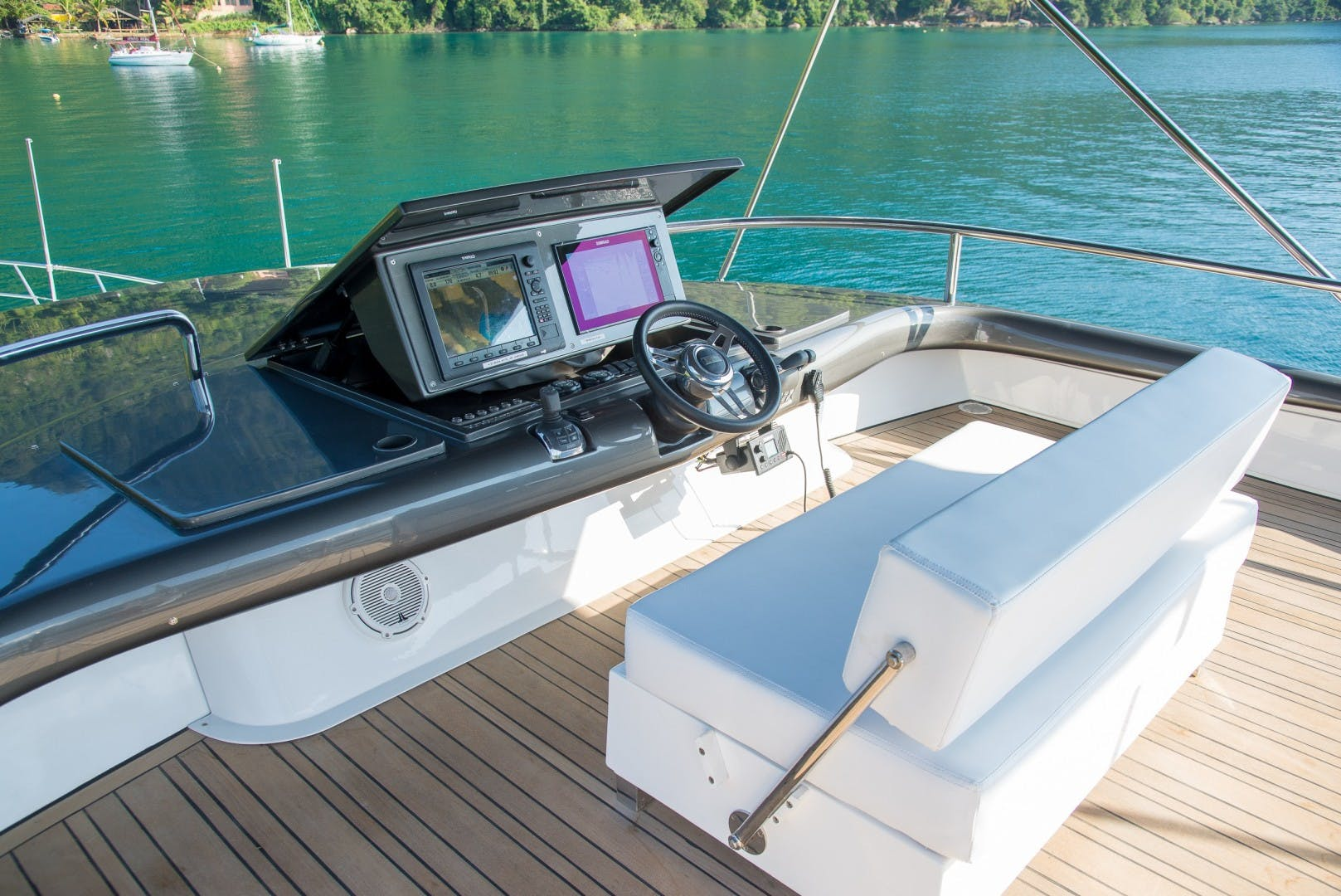 2013 Schaefer 80'  Sea Club R   Picture 3 of 50