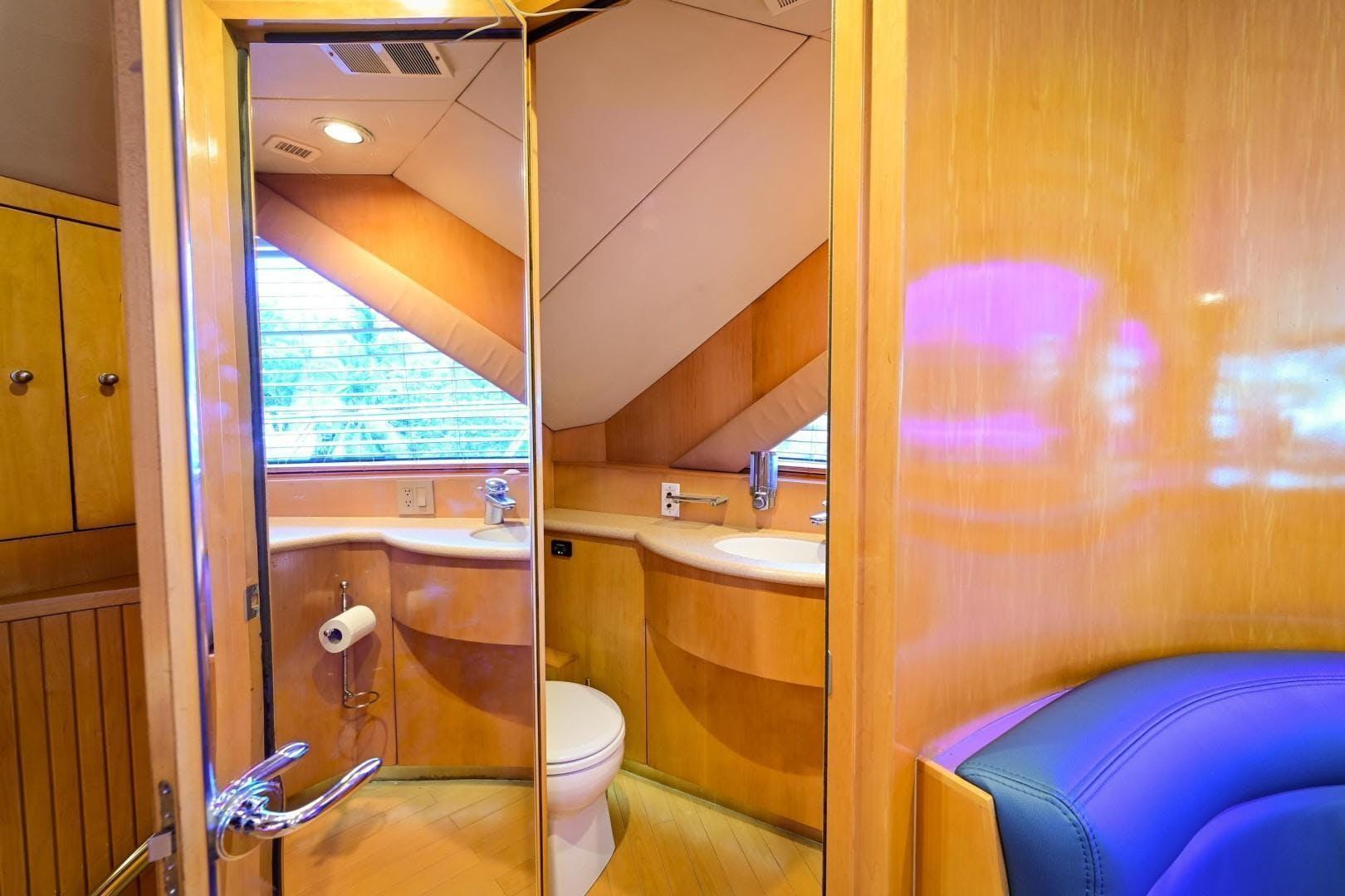2000 Hatteras 82' Flybridge MAHA   Picture 3 of 39