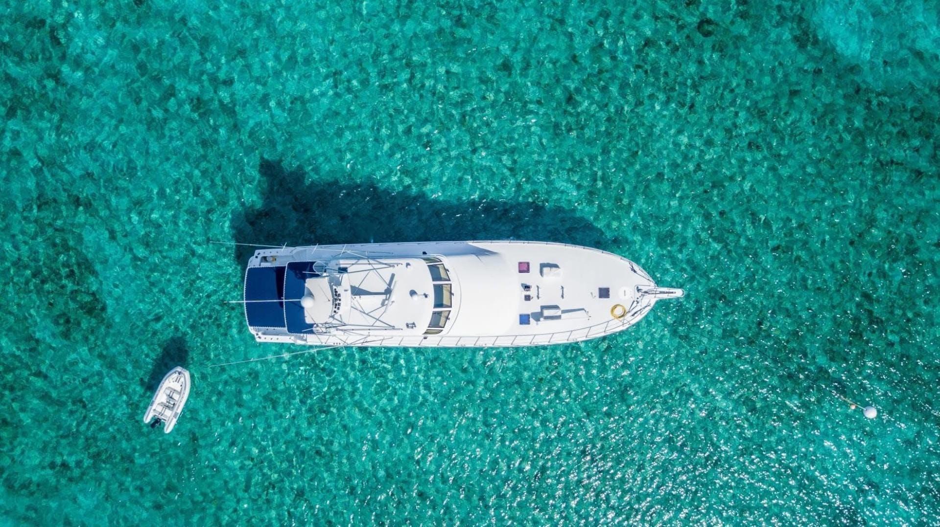 2000 Hatteras 82' Flybridge MAHA   Picture 2 of 39