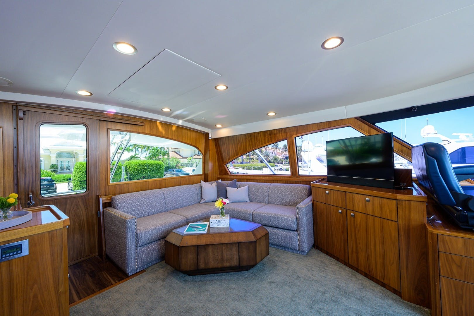 2016 Viking 92'  COMPLETELY KNOTS | Picture 4 of 61