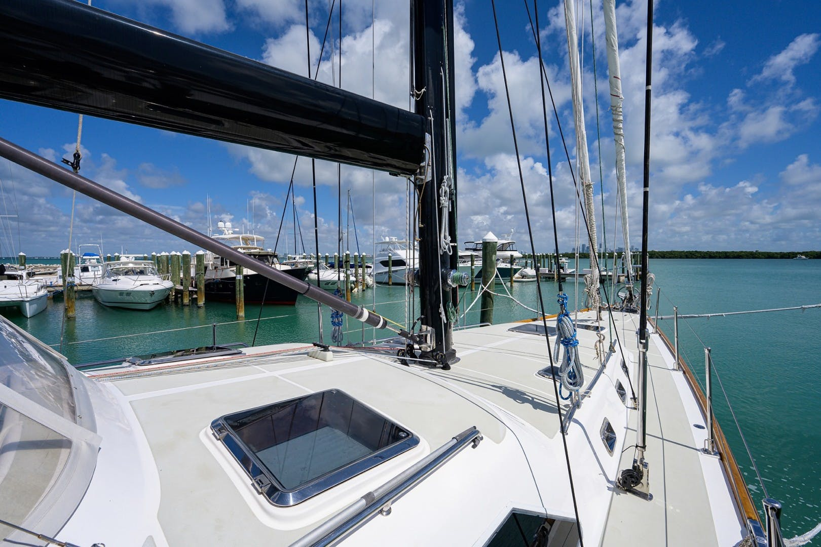2009 Hylas 70' Hylas 70 THE ROYAL BLUE   Picture 8 of 50