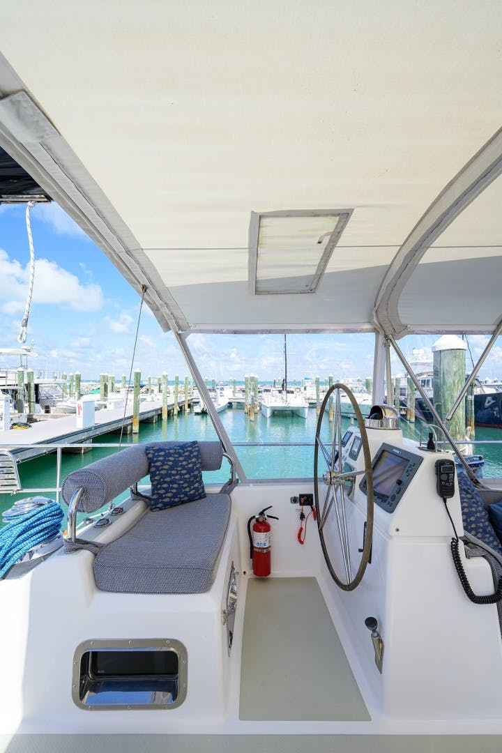 2009 Hylas 70' Hylas 70 THE ROYAL BLUE   Picture 2 of 50