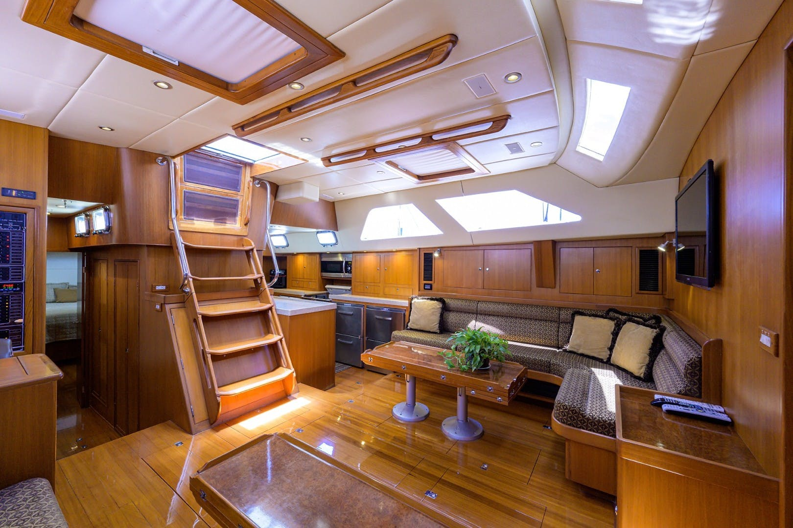 2009 Hylas 70' Hylas 70 THE ROYAL BLUE   Picture 4 of 50