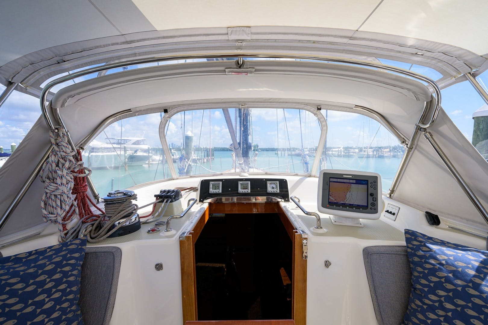 2009 Hylas 70' Hylas 70 THE ROYAL BLUE   Picture 7 of 50