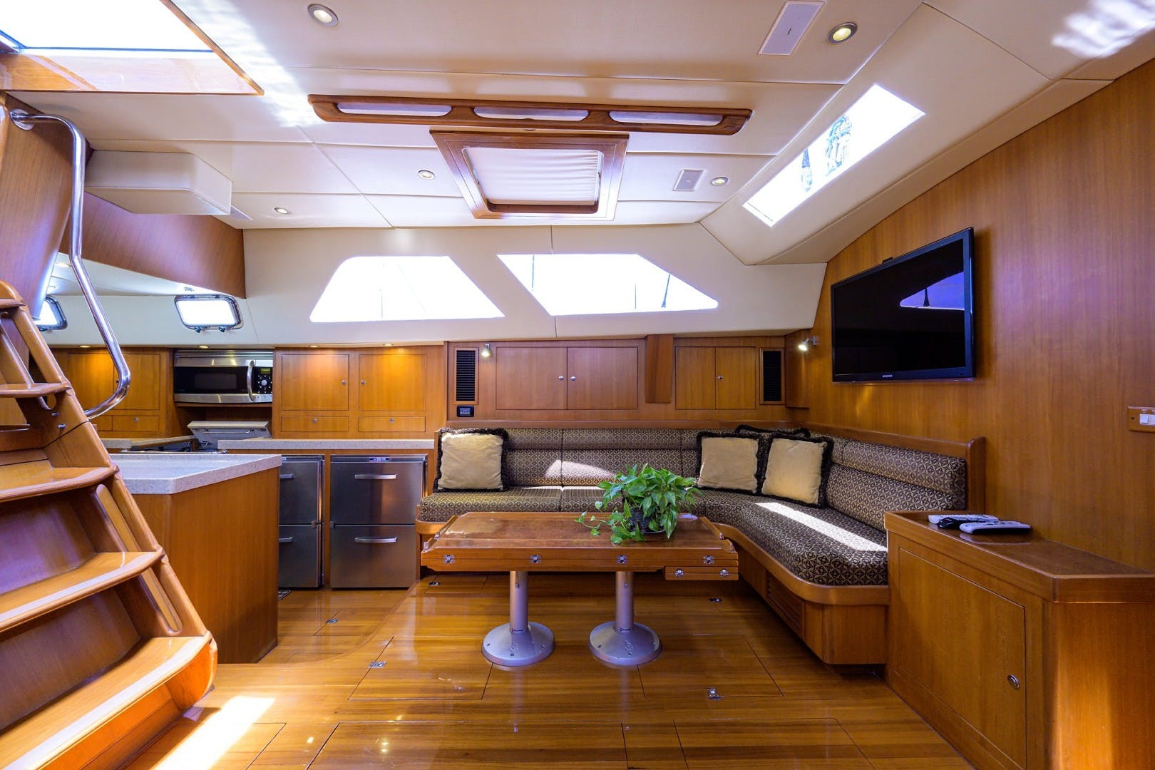 2009 Hylas 70' Hylas 70 THE ROYAL BLUE   Picture 5 of 50