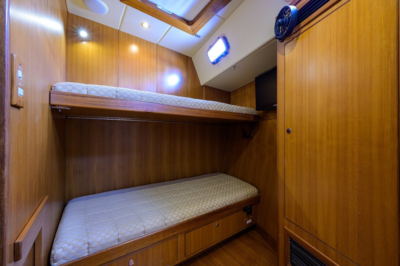 2009 Hylas 70' Hylas 70 THE ROYAL BLUE   Picture 3 of 50
