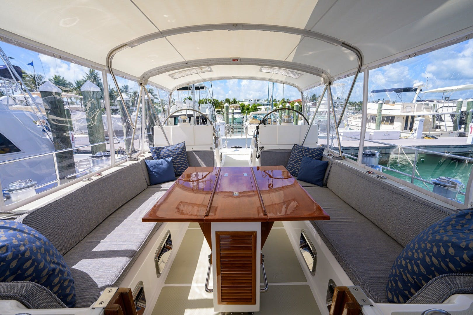 2009 Hylas 70' Hylas 70 THE ROYAL BLUE   Picture 6 of 50