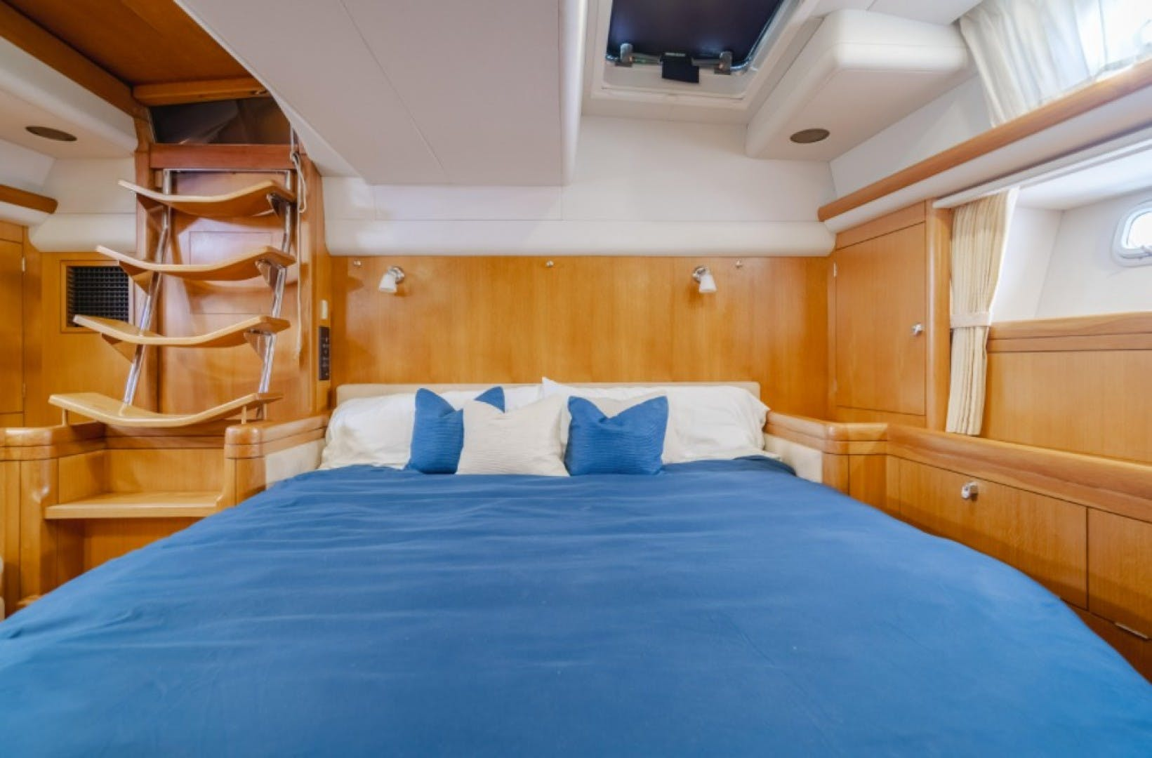 2002 Oyster 66' 66 Quest | Picture 7 of 37