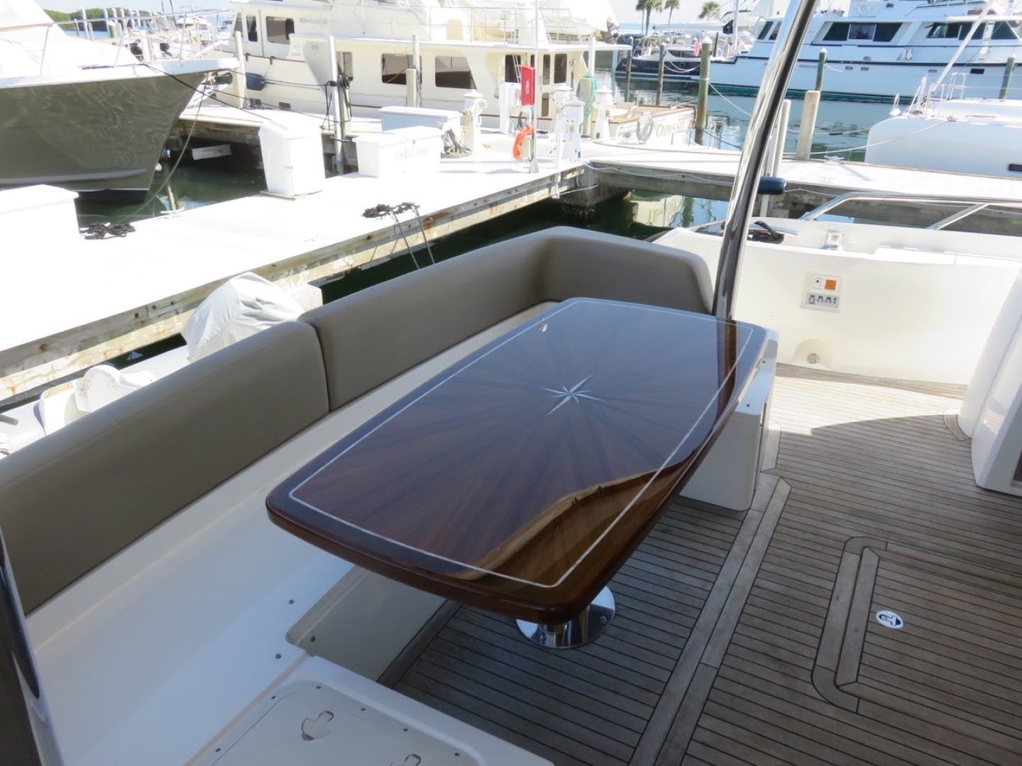 2014 Sunseeker 73'   | Picture 8 of 89