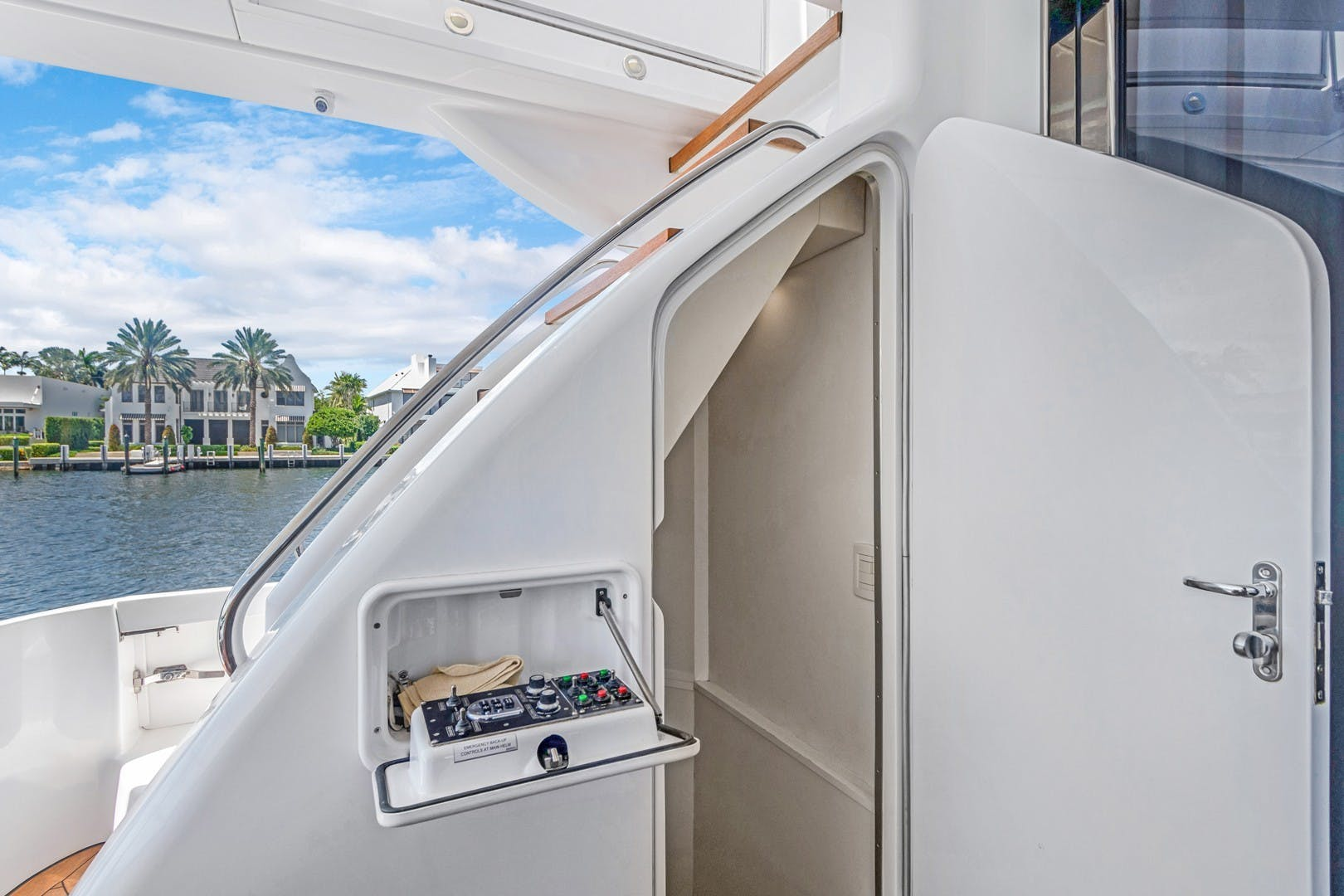 2012 Hatteras 80' Enclosed Bridge Motor Yacht OBSESSION   Picture 1 of 76
