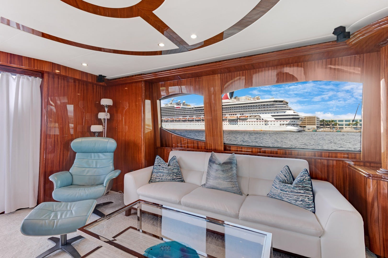 2012 Hatteras 80' Enclosed Bridge Motor Yacht OBSESSION   Picture 4 of 76