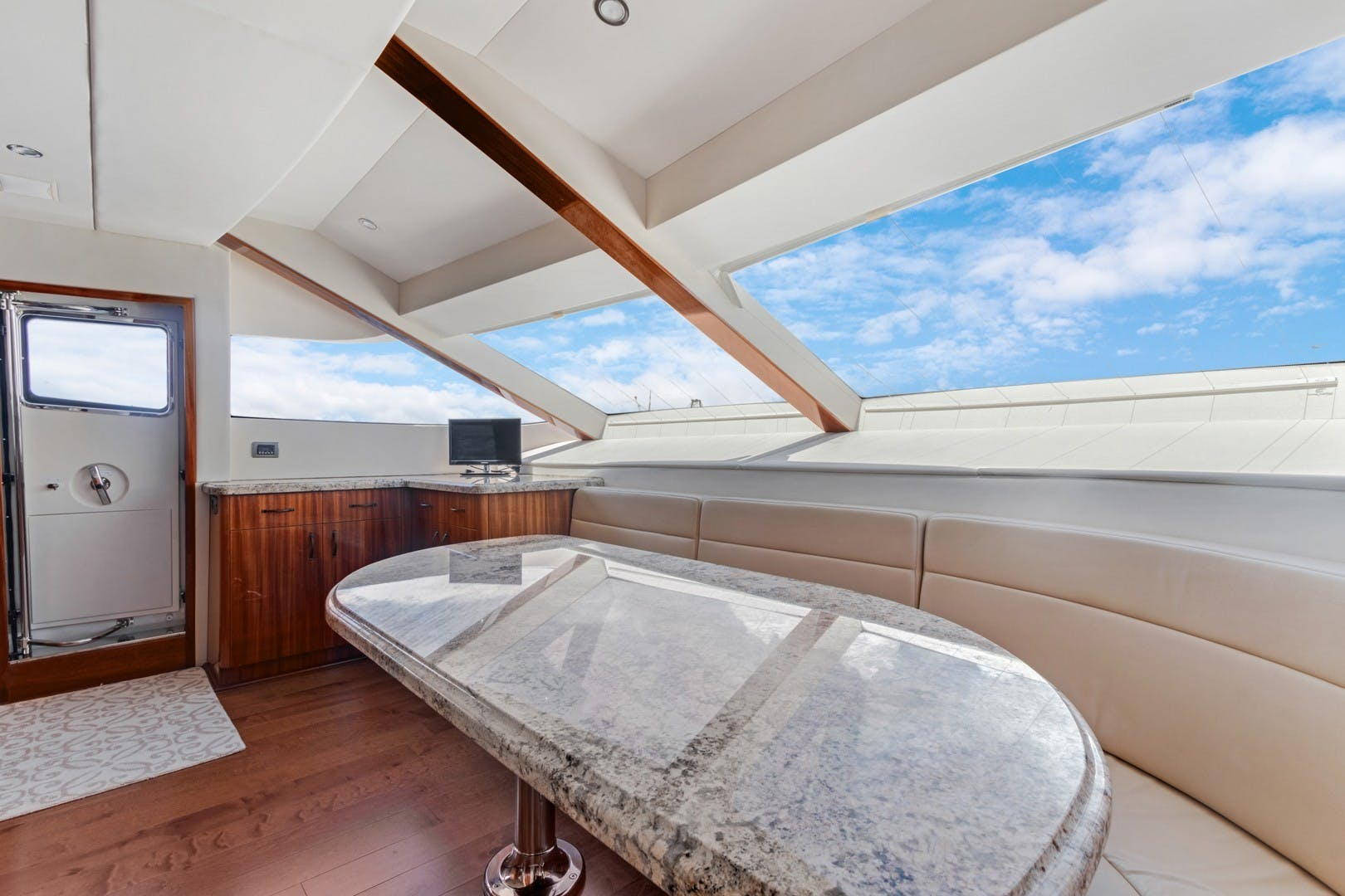 2012 Hatteras 80' Enclosed Bridge Motor Yacht OBSESSION   Picture 7 of 76
