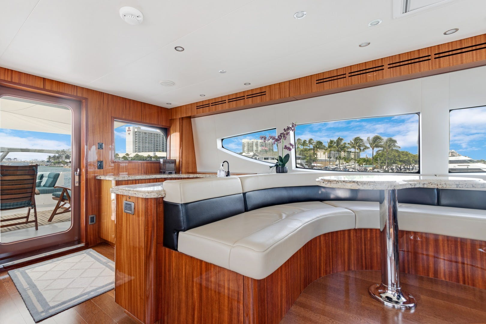 2012 Hatteras 80' Enclosed Bridge Motor Yacht OBSESSION   Picture 3 of 76