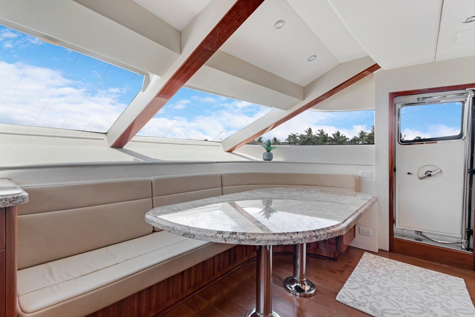 2012 Hatteras 80' Enclosed Bridge Motor Yacht OBSESSION   Picture 8 of 76