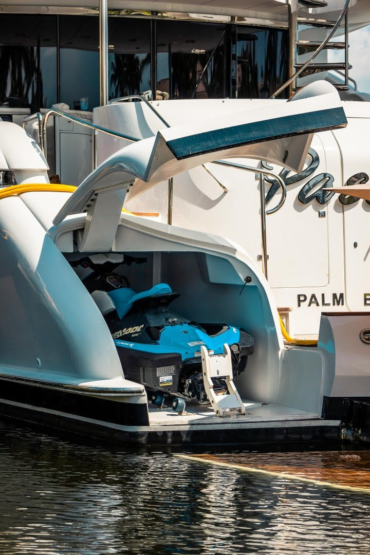 2004 Lazzara Yachts 106' Motor Yacht Passion | Picture 5 of 79