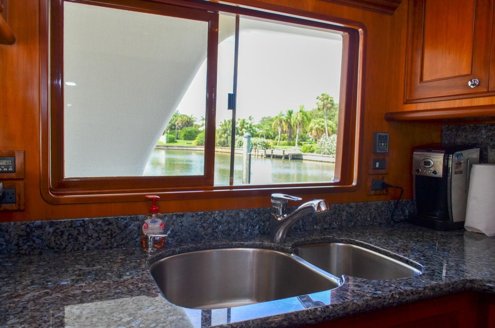 2008 Outer Reef Yachts 73' 730 MY Suzsea   Picture 2 of 105