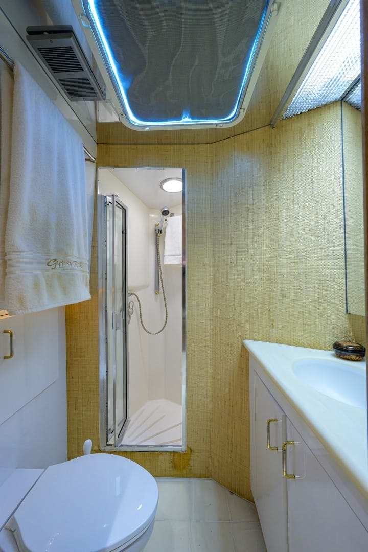 1996 Hatteras 70' Cockpit Motoryacht GYPSY ROSE | Picture 6 of 44