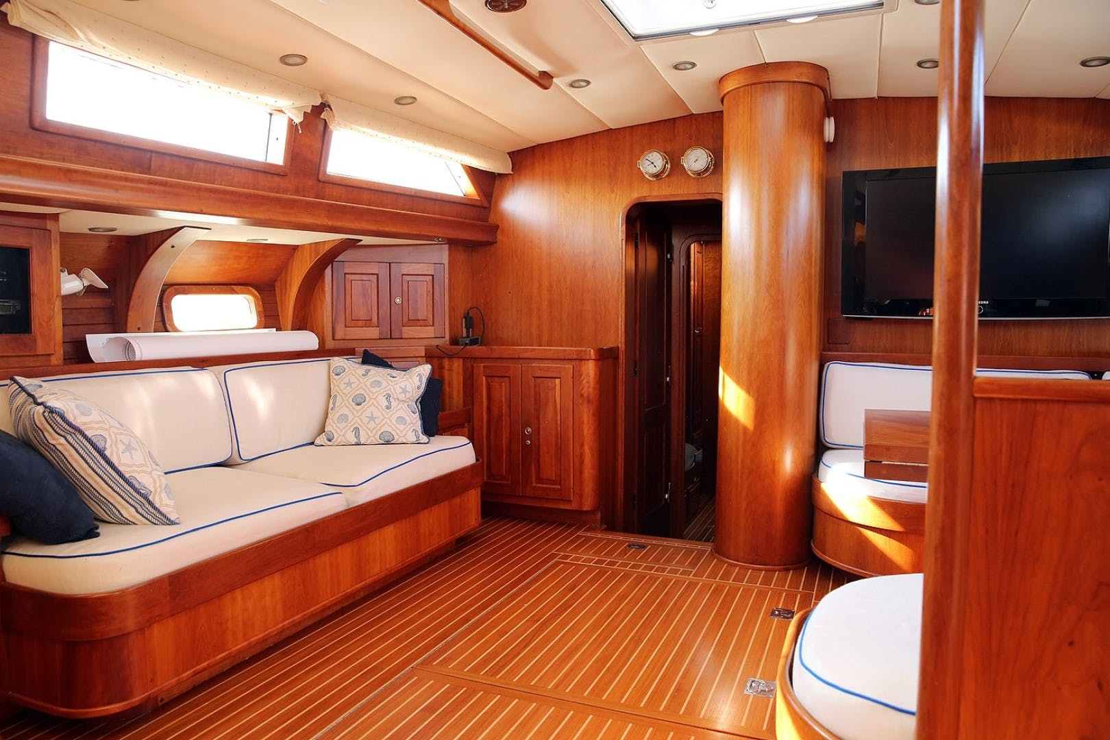 1993 Perry 67'  DANCIN BARE V | Picture 8 of 26