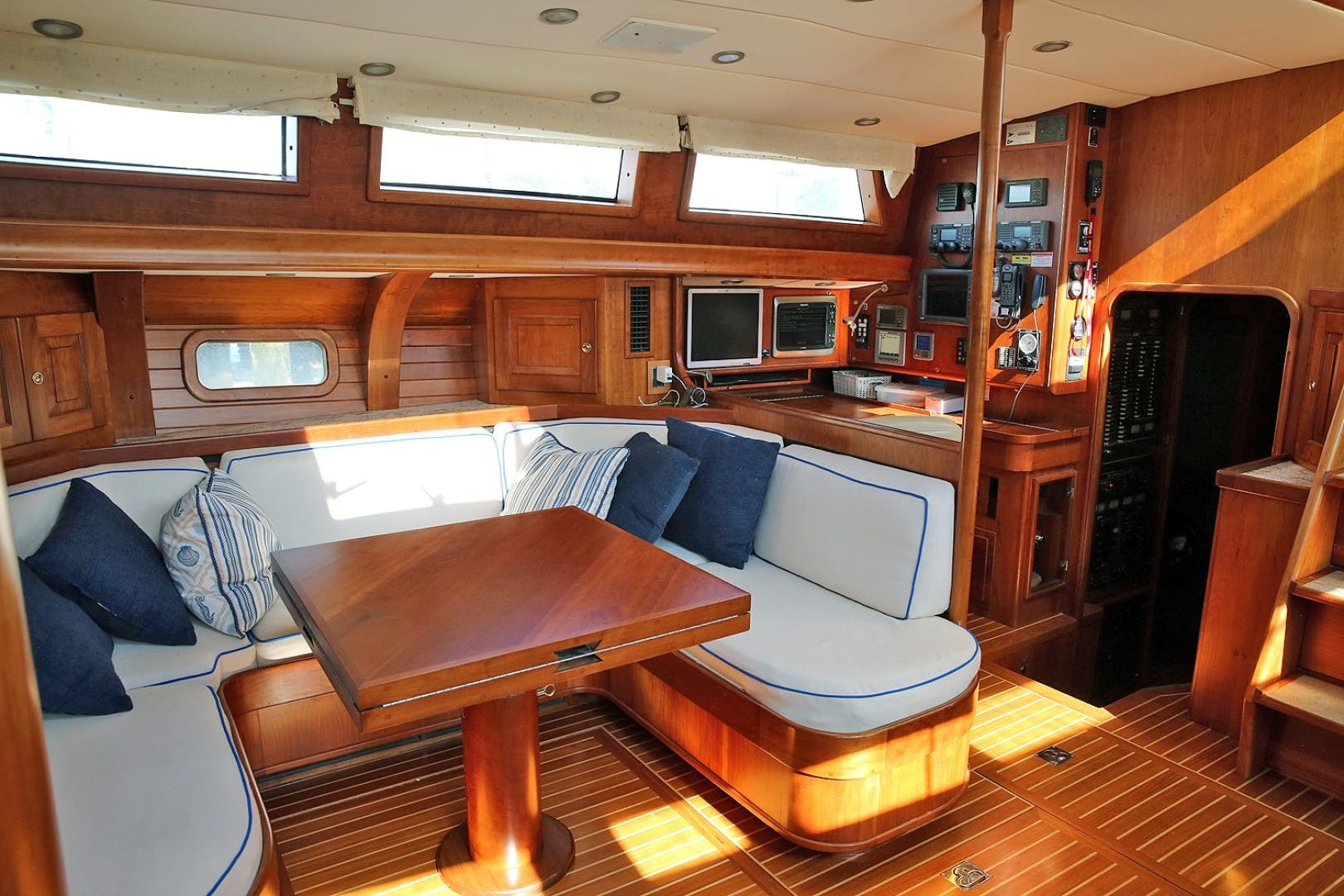 1993 Perry 67'  DANCIN BARE V | Picture 6 of 26