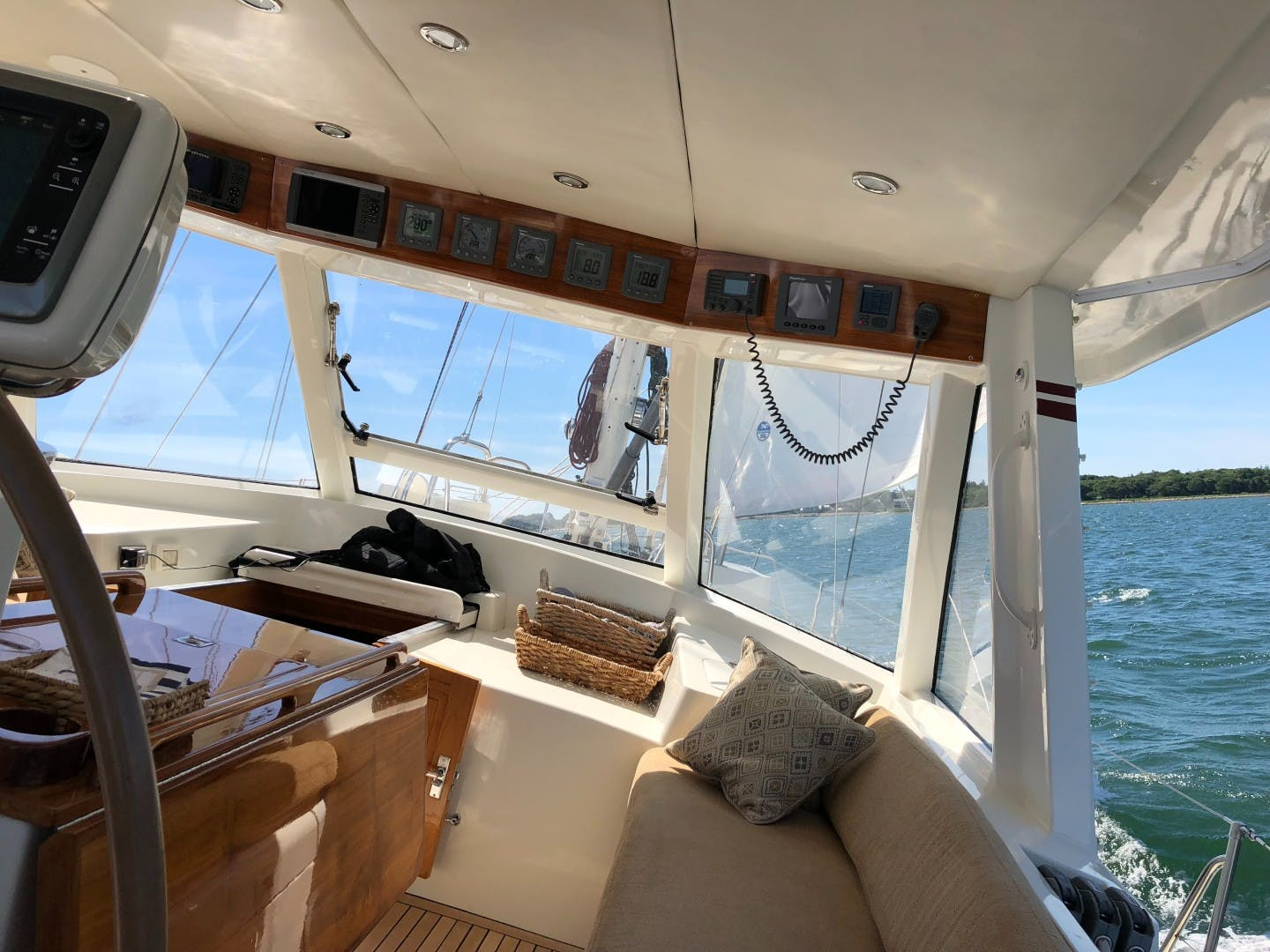 1993 Perry 67'  DANCIN BARE V | Picture 7 of 26