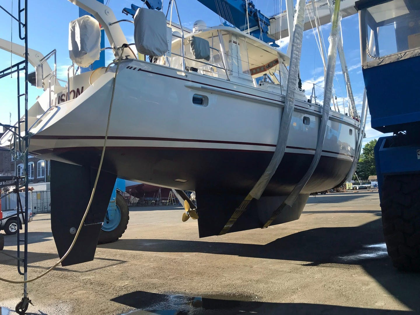 1993 Perry 67'  DANCIN BARE V | Picture 2 of 26