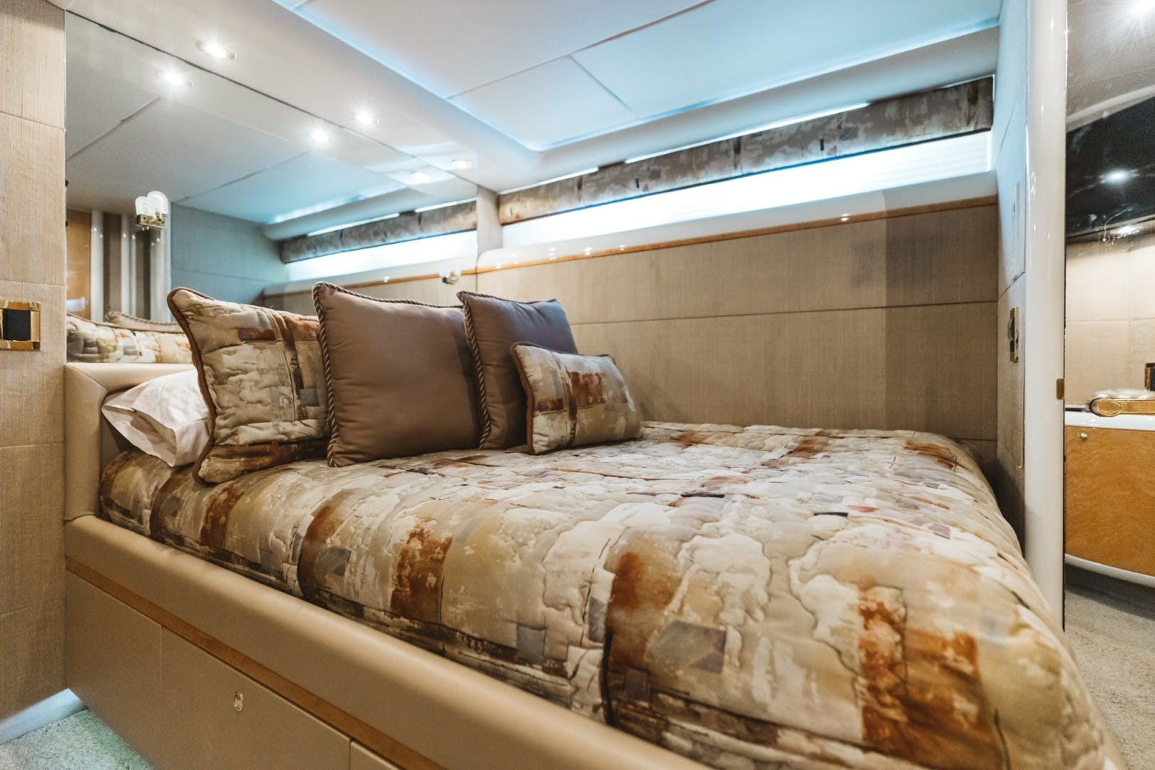 1996 Lazzara Yachts 80' 80 Cockpit Motor Yacht Double Eagle   Picture 8 of 84